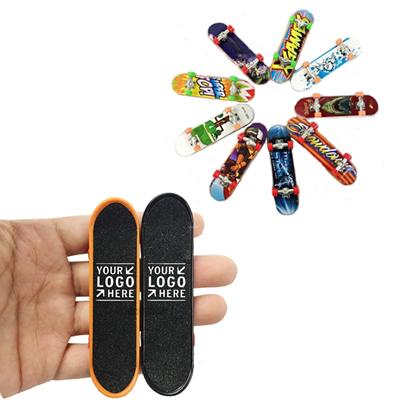 Fashionable Skateboard Keychain